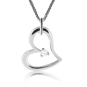 Heart pendant with one diamond